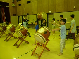 盆太鼓試験に向けて3人ずつ.JPG